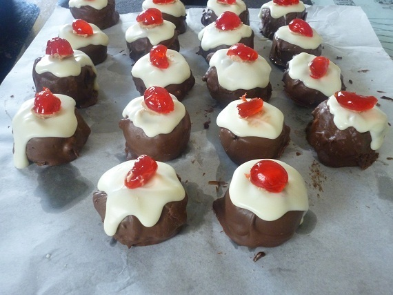 Mini Boozy Christmas Pudding Cake Balls