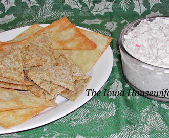 Creamy Crab Rangon dip with Wonton Chips