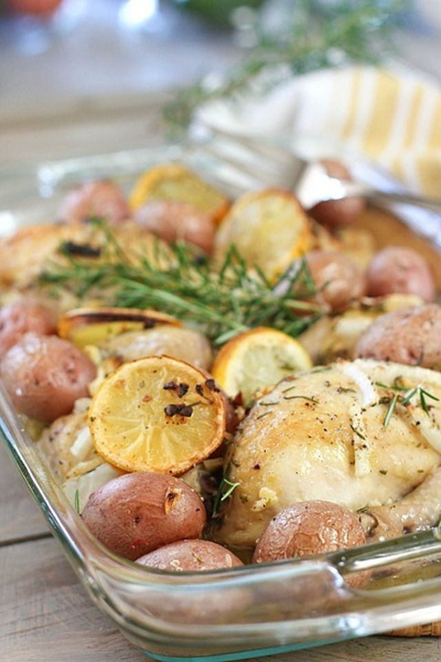 Easy Roasted Lemon Chicken with Potatoes and Rosemary