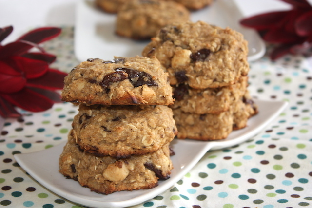 For the little hole – Oat cookies with cashews and dark chocolate