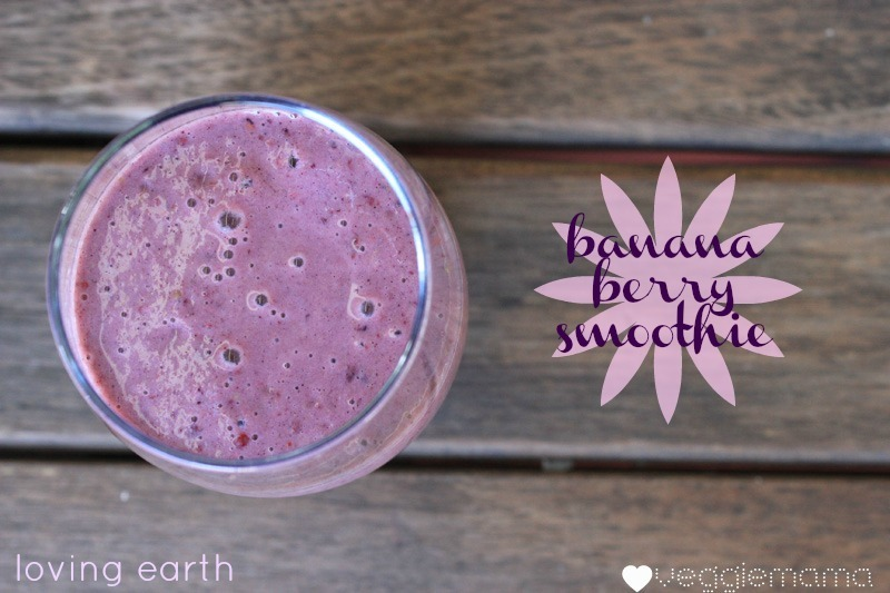 Banana-berry smoothie with Loving Earth
