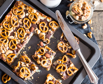 Chocolate Nuts Pretzel Cookie Bars { Buchrezension + Rezept Bake in the USA }