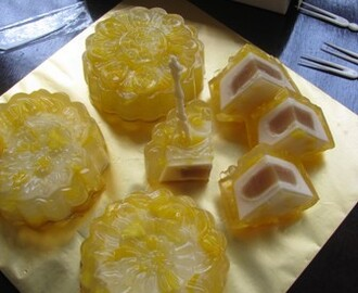 Lotus Paste Mangoes Agar-agar Mooncake 莲蓉芒果菜燕月饼