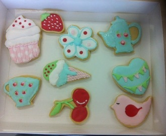 Miss Biscuit Beginner's Comprehensive Cookie Decorating Class