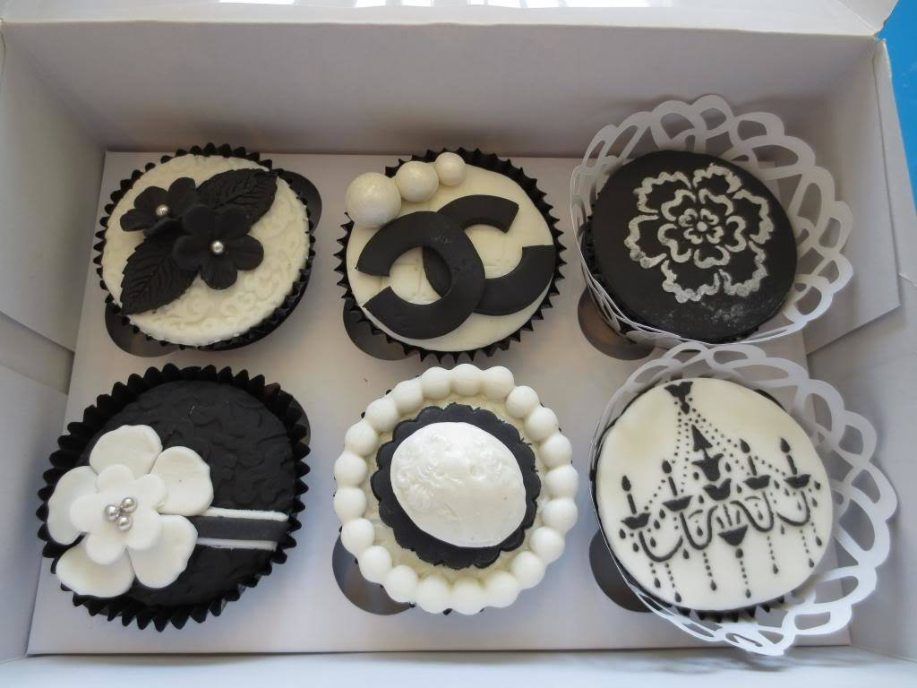 CW Cakes Black and White Cupcakes Class