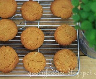 Recipe: Gingernuts Biscuits (Delia Smith)