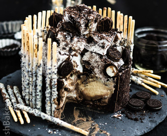 Cookies and Cream Insanity Cake