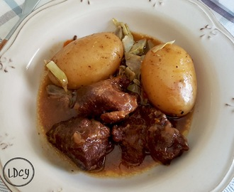 CARRILLERAS DE CERDO AL PEDRO XIMÉNEZ CON GUARNICIÓN DE PATATAS Y ALCACHOFAS/Pork cheeks in Pedro Ximénez sauce, with potatoes and artichokes