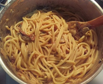 Vegan Dinner Recipe: Pasta Alfredo with Mushroom and Sundried Tomato