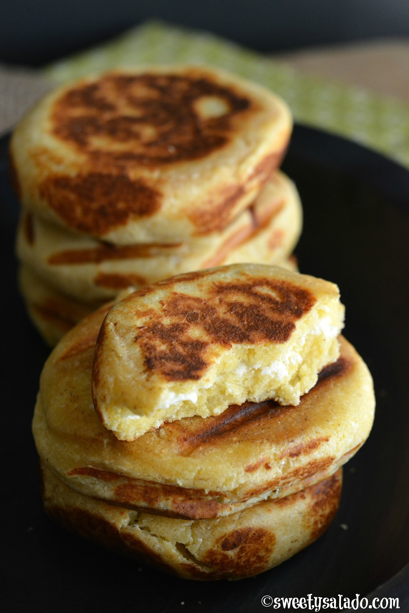 Arepas Boyacenses (Made With Flour & Cheese)