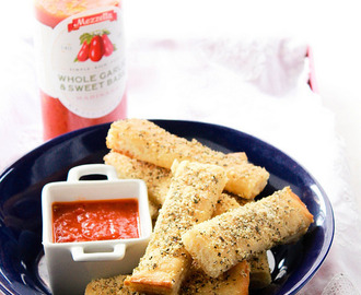 PIZZA HUT STYLE BREADSTICKS RECIPE & A GIVEAWAY!