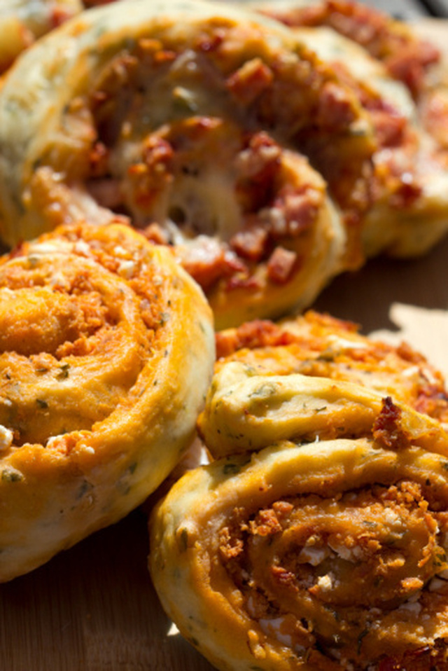 Semi-Dried Tomato Pesto Damper Scrolls
