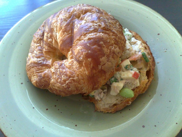 鮪魚沙拉可頌三明治 Homemade Tuna Salad Croissant Sandwich
