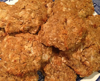 Healthier version of my favourite Anzac Cookies in time for Anzac Day