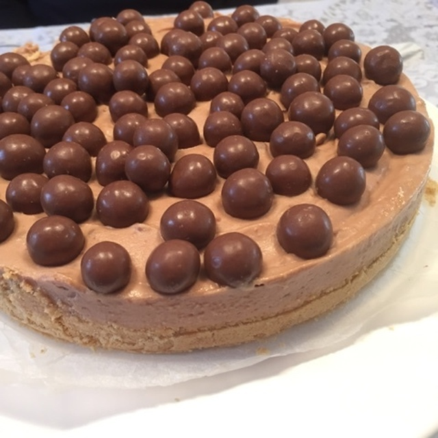 Chocolate Malteser Cheesecake {Recipe}