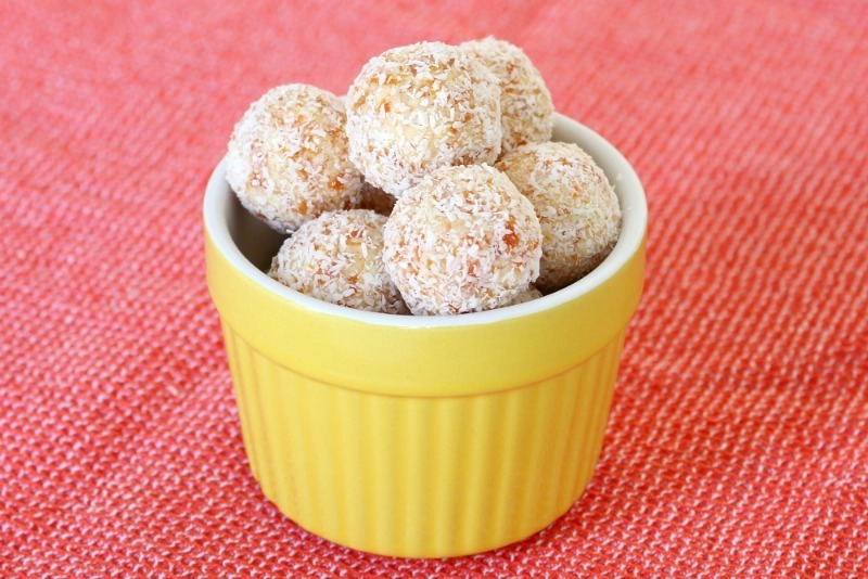 Easy No-Bake White Chocolate, Coconut & Apricot Balls