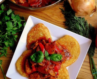 Placki po węgiersku z kurczakiem / Potato Pancakes with Chicken Goulash