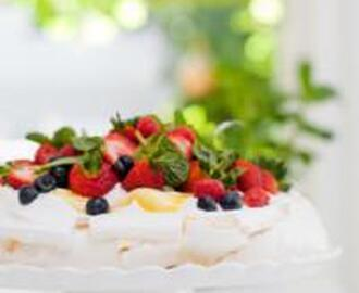 PAVLOVA WITH GRANADILLA CURD AND FRESH BERRIES