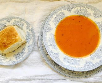 Roast Tomato Soup with Buns