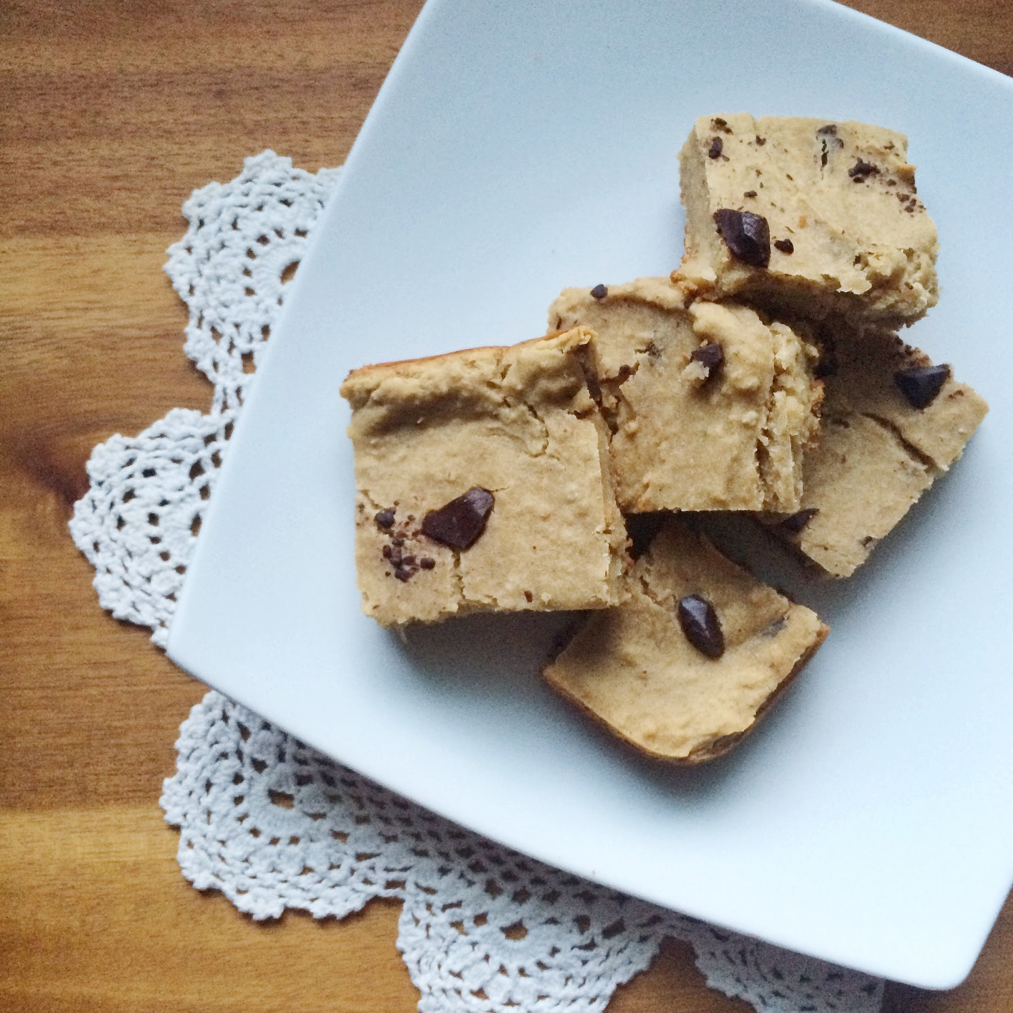 Flourless Banana-PB-Chocolate Chunk Protein Blondies [Gluten Free + Vegan]