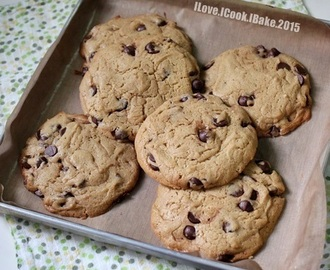 Easy Chewy Chocolate Chips Cookies