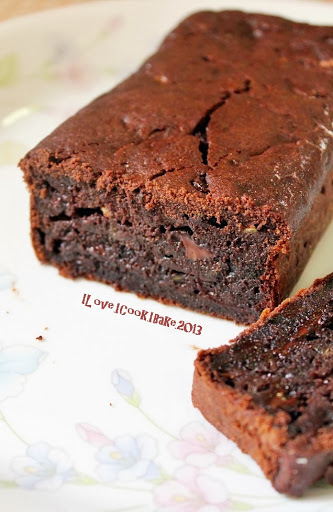 Chocolate Cakes - Two Different Recipes, Two Different Results