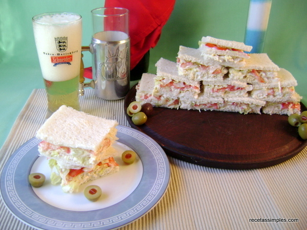 Sandwiches triples de pollo
