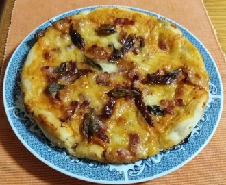 Pizza de Mozzarella com Bacon e Tomate Seco