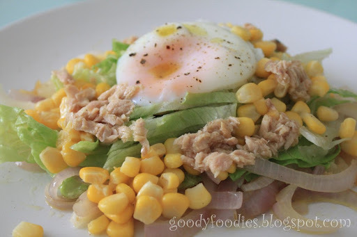 Quick Lunch: Salad with tuna, sweetcorn, iceberg lettuce and poached egg with truffle oil