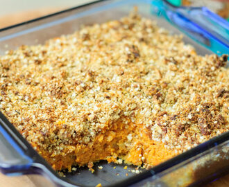 Sweet potato casserole with quinoa (or oat) pecan topping