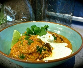 Indian Chicken & Cashew Curry with Mint Yoghurt