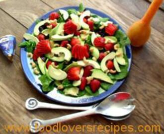 STRAWBERRY AND AVOCADO SALAD WITH STRAWBERRY VINAIGRETTE