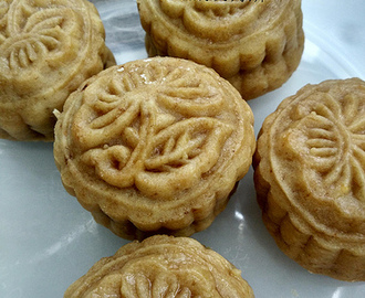 Vegan Crispy Custard Mooncake ~ 純素脆皮奶黃月餅
