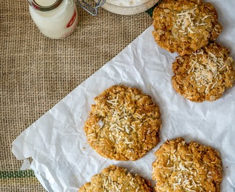 Coconut and Nutmeg Cookies