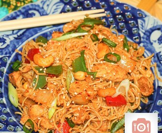 Ba-Mee Prik-Phao à la Marsay (aka Chicken, Chilli Paste and Cashew Nut Noodle)