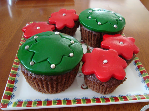 Christmas Gifts for teachers - Chocolate Christmas cupcakes