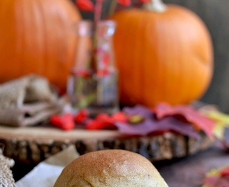 Pumpkin Dinner Rolls for #BreadBakers