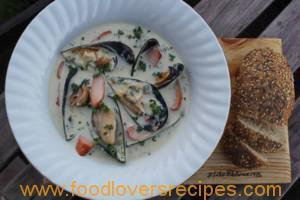 DENZY'S CREAMY MUSSELS WITH SMOKED CHICKEN