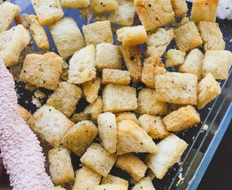 Homemade Pepper Garlic Bread Croutons