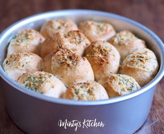 Butter-Garlic Wholemeal Buns