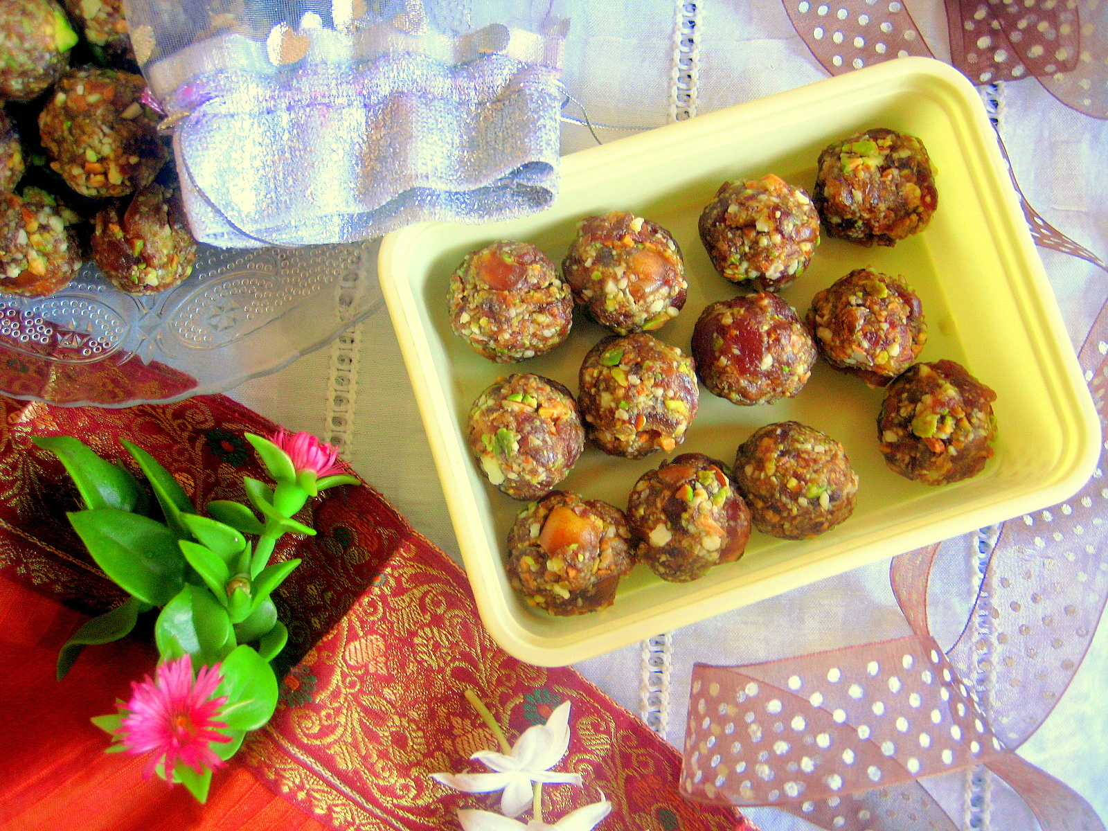 Dates and Nuts Ladoo / Healthy Ladoo