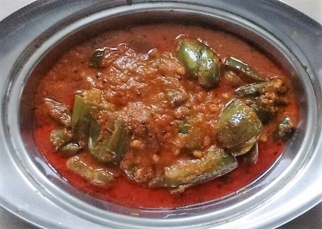 Vankaya Ulli Kharam ( Spicy Brinjal in Onion Gravy )
