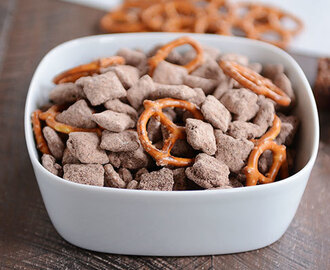 Brownie Batter Puppy Chow {or Muddy Buddies}