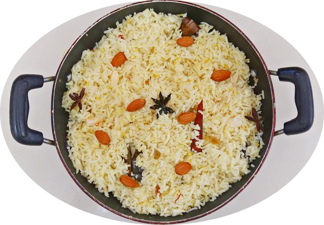 Almond rice - a healthy vegetarian side dish