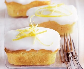 Lemon sour cream cakes