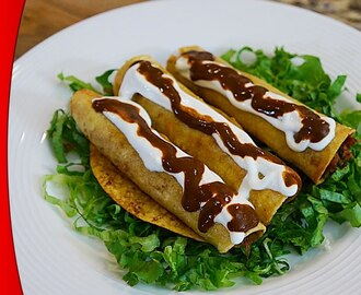 Flautas de Pollo Con Mole – Video