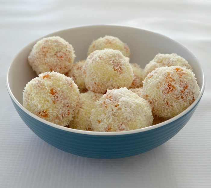 Thermomix Apricot and Coconut Balls