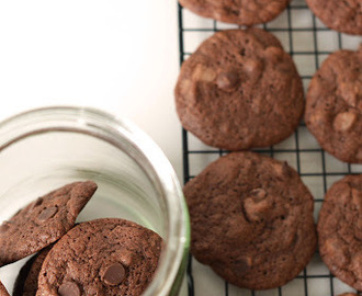 Double Choc-Chip Cookies and Choc Oatmeal Cookies (Bill Granger)