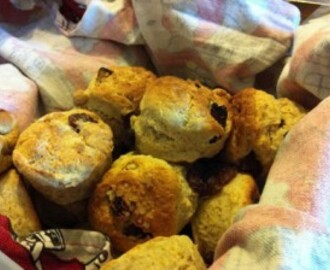 Recipe: Orange, Raisin and Spice Scones for a Christmas in the Sun