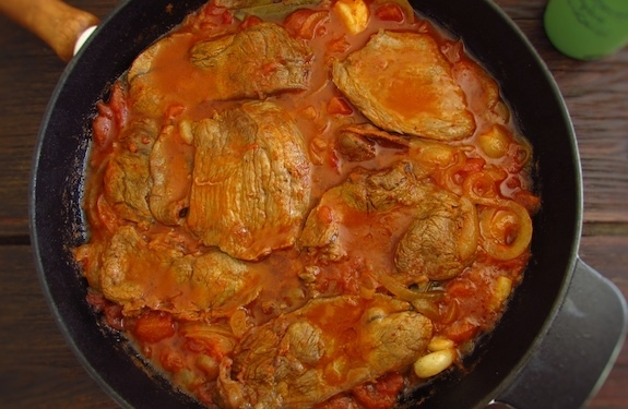 Steaks in tomato sauce | Food From Portugal